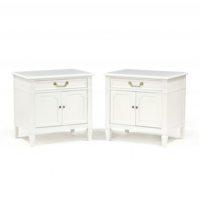 baker-italianate-white-lacquered-pair-of-bedside-cabinets