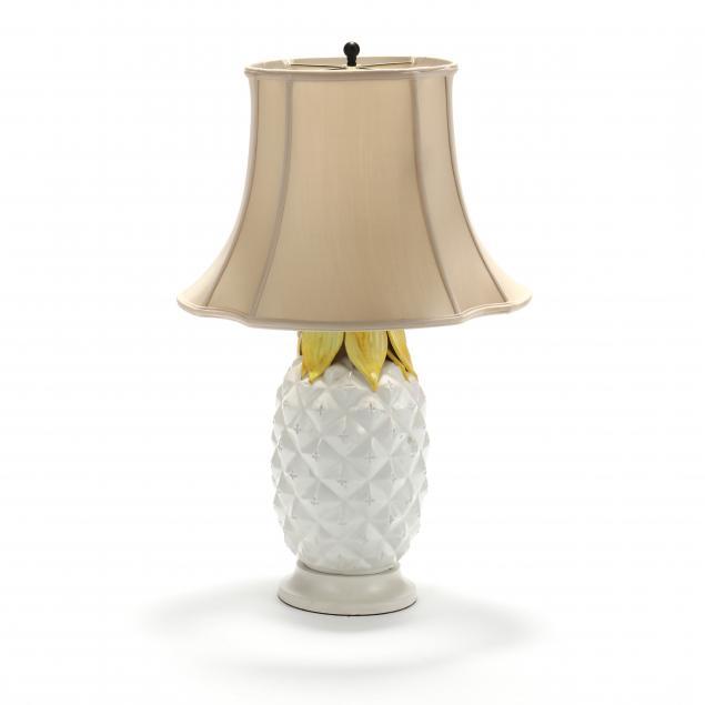 ceramic-pineapple-form-table-lamp