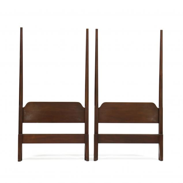 kittinger-williamsburg-adaptation-pair-of-twin-size-mahogany-beds-with-canopies