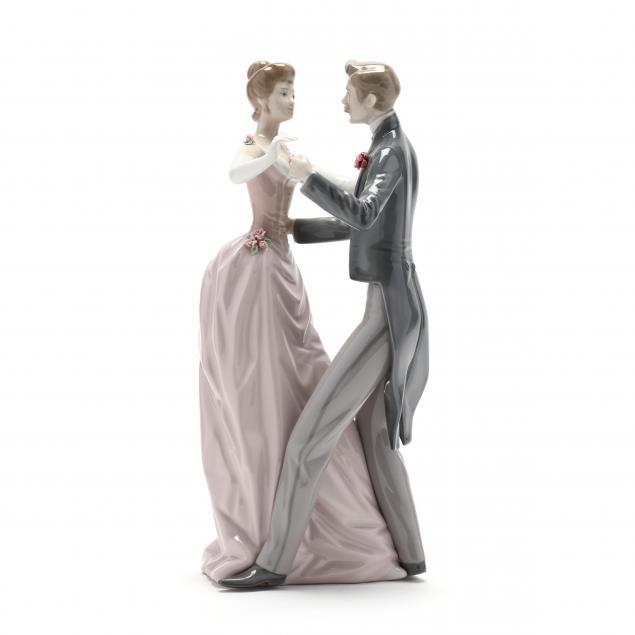 lladro-anniversary-waltz-porcelain-figure