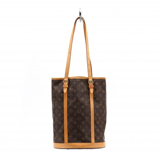 louis-vuitton-gm-bucket-bag-with-accessory-pouch