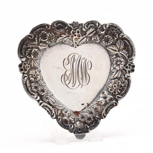 a-small-baltimore-rose-heart-form-pin-or-ring-tray