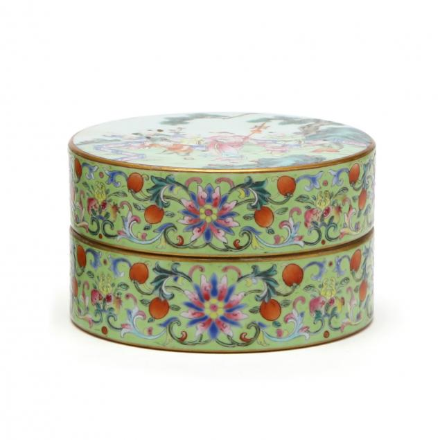 a-chinese-porcelain-food-container-with-cover