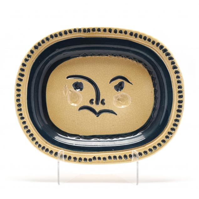 pablo-picasso-spanish-1881-1973-i-visage-grave-fond-grege-i