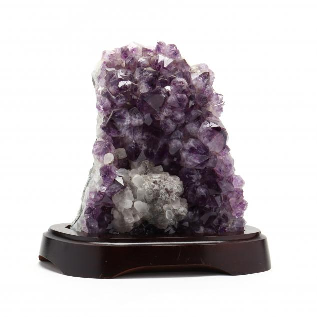 amethyst-quartz-specimen-on-stand