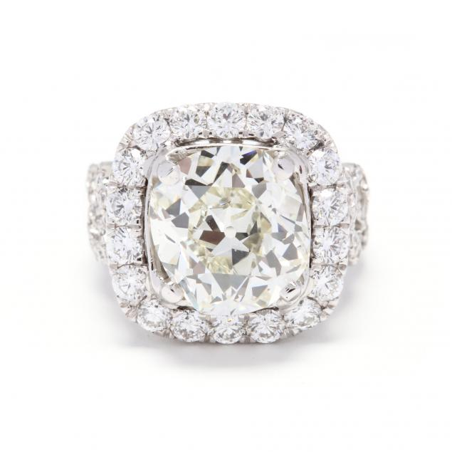 18kt-white-gold-and-cushion-brilliant-cut-diamond