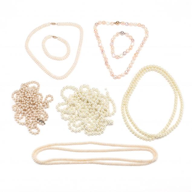eight-pearl-and-faux-pearl-jewelry-items