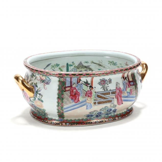 a-chinese-porcelain-famille-rose-foot-bath