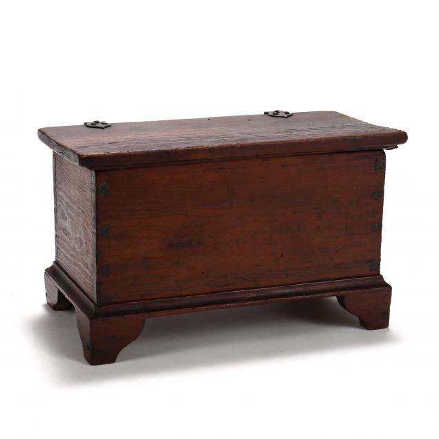 virginia-chippendale-miniature-blanket-chest