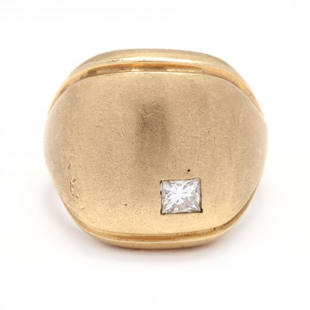 gold-and-diamond-signet-ring