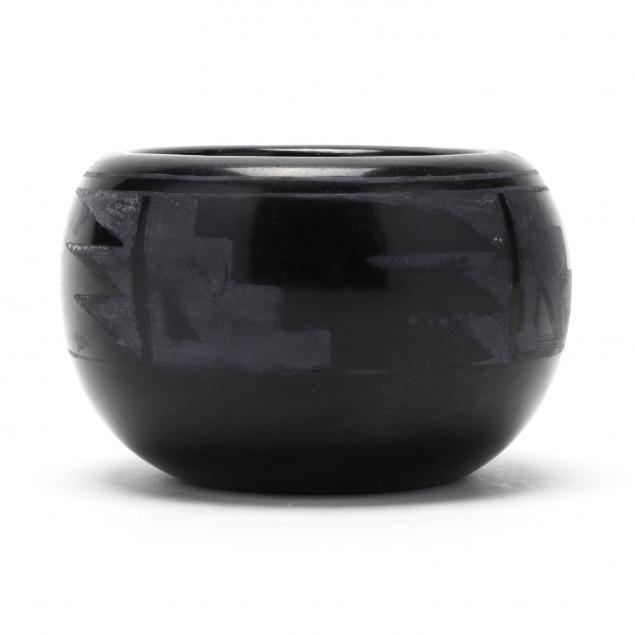 santa-clara-pueblo-blackware-bowl-ursulita-naranjo-1924-1988