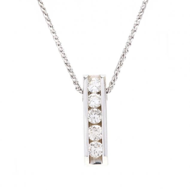 14kt-white-gold-and-diamond-pendant-necklace