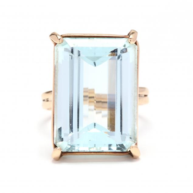 gold-and-aquamarine-ring