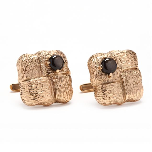 14kt-gold-and-black-star-sapphire-cufflinks