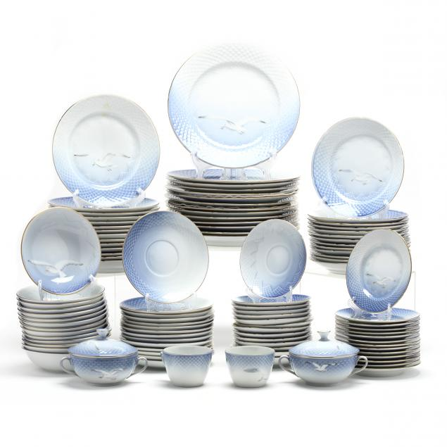 a-large-set-of-bing-grondahl-seagull-china-dinnerware-service