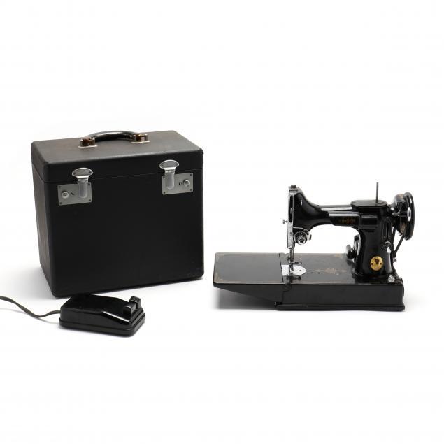 singer-featherweight-sewing-machine