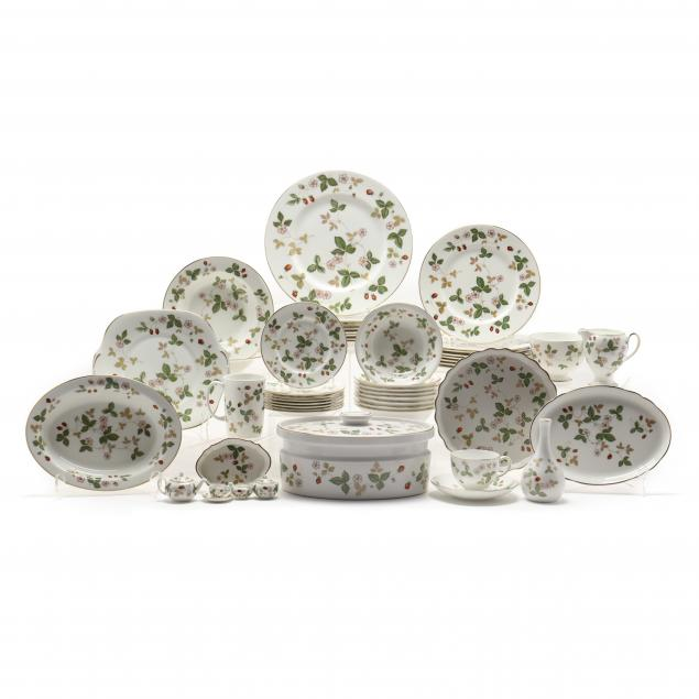 wedgwood-i-wild-strawberry-i-china-dinner-service