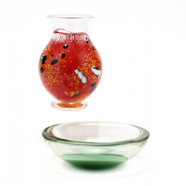 two-pieces-of-international-art-glass