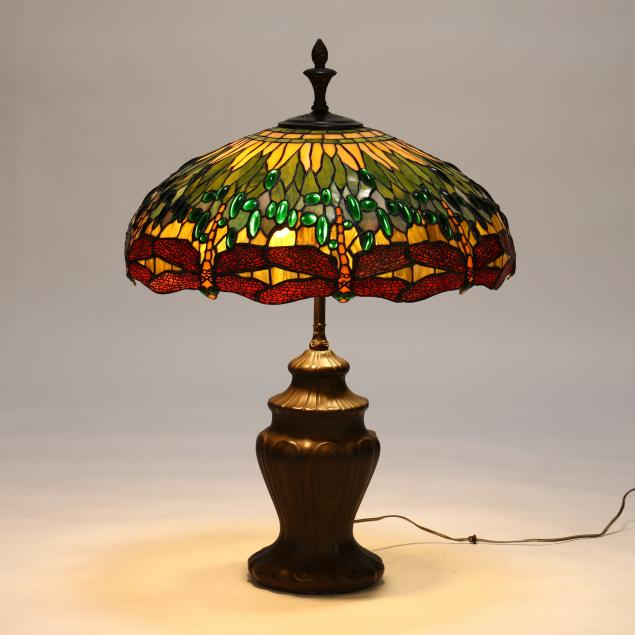stained-glass-dragonfly-table-lamp