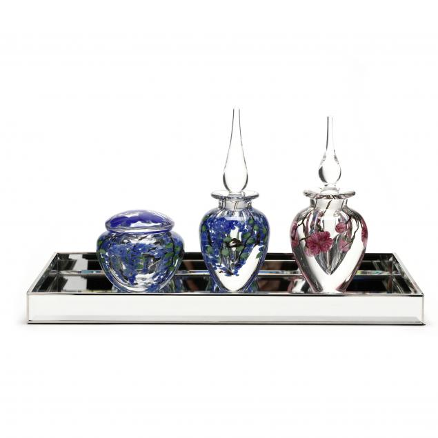 lundberg-studios-two-art-glass-perfume-bottles-and-box-with-mirrored-tray