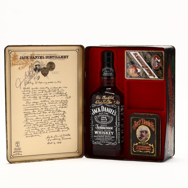 jack-daniels-bottle-playing-cards-gift-set