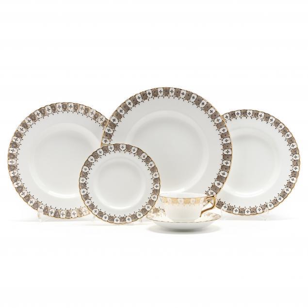 royal-crown-derby-i-heraldic-gold-i-china-dinner-service
