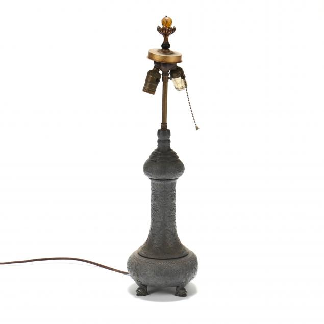 classical-style-cast-lead-table-lamp