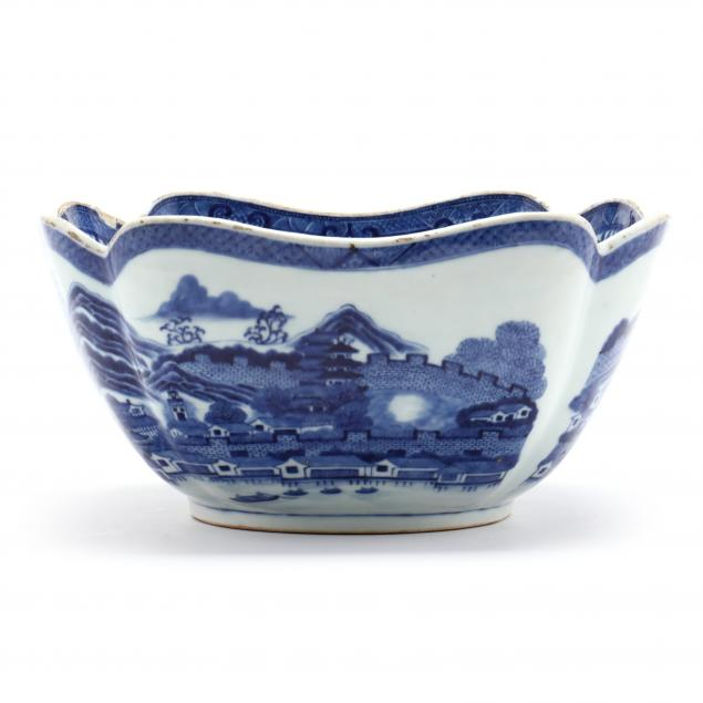 a-chinese-export-porcelain-canton-center-bowl