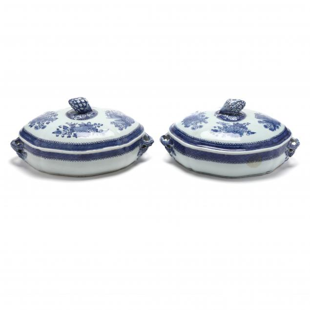 a-pair-of-chinese-export-blue-fitzhugh-pattern-covered-serving-dishes