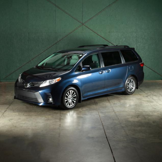 specially-equipped-2019-toyota-sienna-xle-van